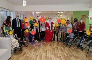 В навечерието на Новогодишните празници децата и младежите, настанени Центрове за настаняване от семеен тип бяха посетени от Кмета и негов заместник