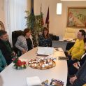 В първия работен ден на 2020 кметът на Ловеч изненада екипа си с баница с късмети