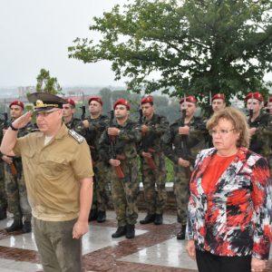 Въпреки дъжда гражданското поклонение пред паметника на Левски в Ловеч се състоя