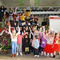 Дядо Коледа зарадва децата на ловешките пожарникари