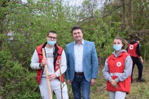 Заместник-кметът на Община Ловеч Цветан Георгиев се включи в залесяването на БМЧК