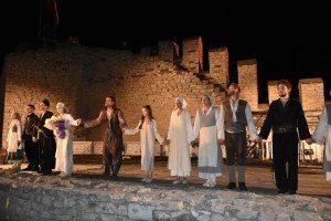 """Заслужени аплодисменти на премиерата на """"Козият рог"""" в Ловеч"""