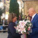Общинска администрация Ловеч посрещнаха с хляб и мед спечелилата втори кметски мандат Корнелия Маринова(снимки)