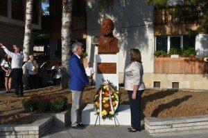 Паметник на д-р Васил Радославов (1854 – 1929), най-младият министър председател на България досега, бе открит на 21 септември 2020 г. в Ловеч