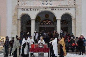 По традиция на Йордановден в Ловеч ще бъдат осветени бойните знамена и ще бъде хвърлен Богоявленският кръст във водите на река Осъм