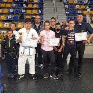 Четири медала от Националните първенства по карате Шинкиокушин за деца до 10, 12 и 14 г., кадети и кадетки, юноши и девойки за Карате клуб – Ловеч