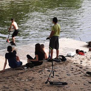 Горещо време вкара децата в река Осъм