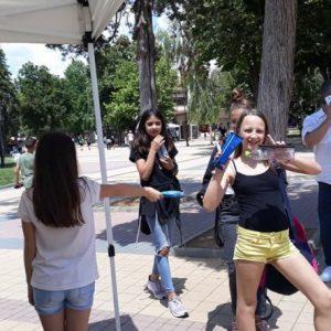 Лятото дойде в Ловеч с безплатен сладолед за децата