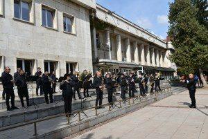 Общинският духов оркестър в Ловеч изнесе концерт на открито по повод Световния ден на музиката