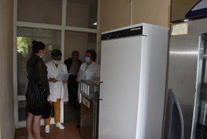 Хладилник за съхранение на плазма и кръвни продукти е част от дарението на ловешкия бизнес получено от Болницата